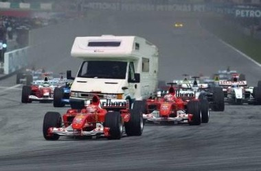 Funny RV: Motorhome Racing, My RV is Faster Than Yours