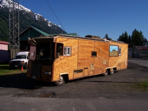 funny-Wooden-rv