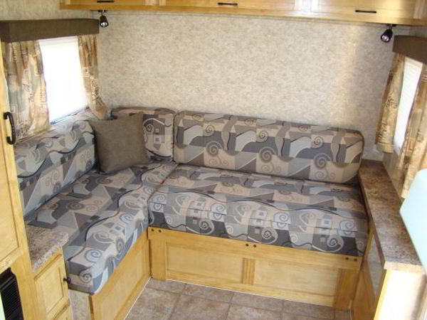diy-camper-trailer-finish-4