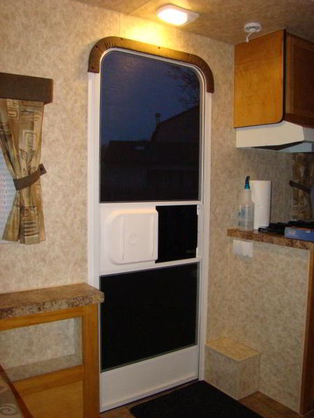 diy-camper-trailer-finish-5