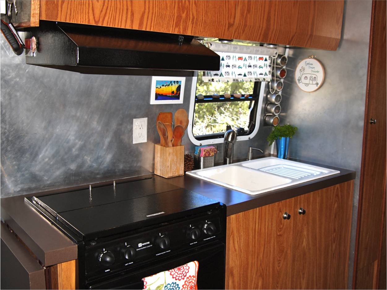 rv kitchen is easy to clean