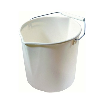 simple rubbermaid bucket