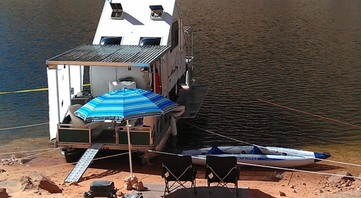 DIY Houseboat Named Y-Knot Built for a Trip to Lake Powell