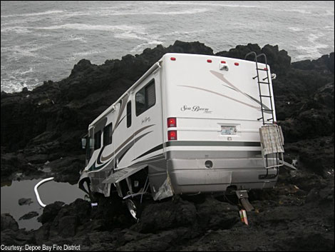 motorhome crash on rocks in oregon