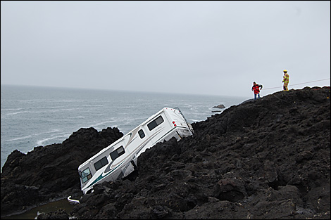 rv almost in the pacific ocean near oregon and highway 101