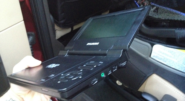 How to Use Kwiktwists to Attach a DVD Player to the Back of Your Driver's Seat. Your Kids Will Love This.