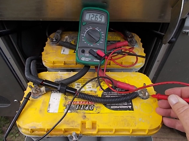 testing the voltage on house batteries in a motorhome