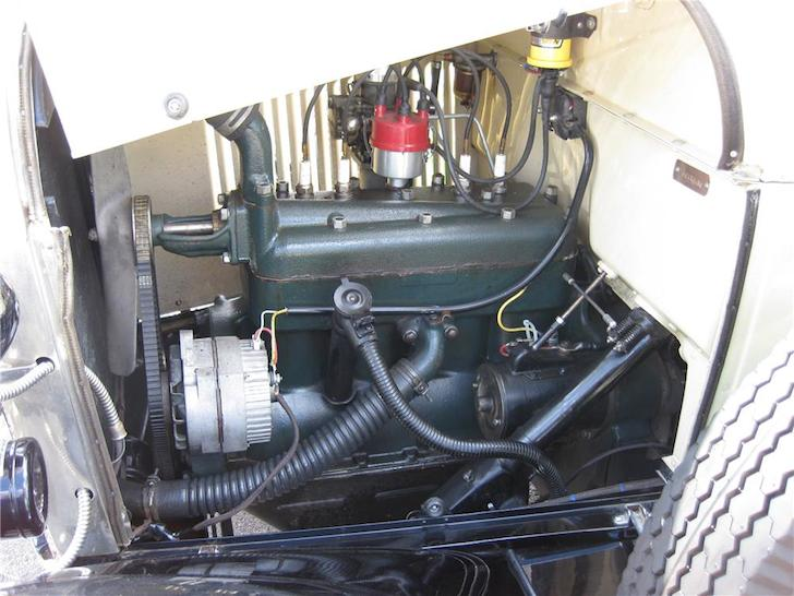 1929 Ford roadster engine