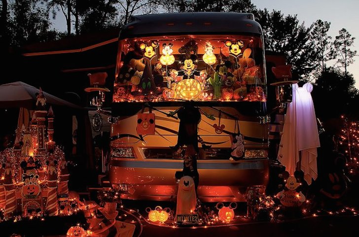 halloween meets christmas - Christmas Camper Decoration