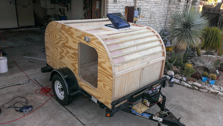 No problems with ventilation in this tear drop camper