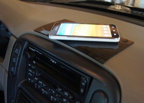PuGoo XL on a vehicle dashboard