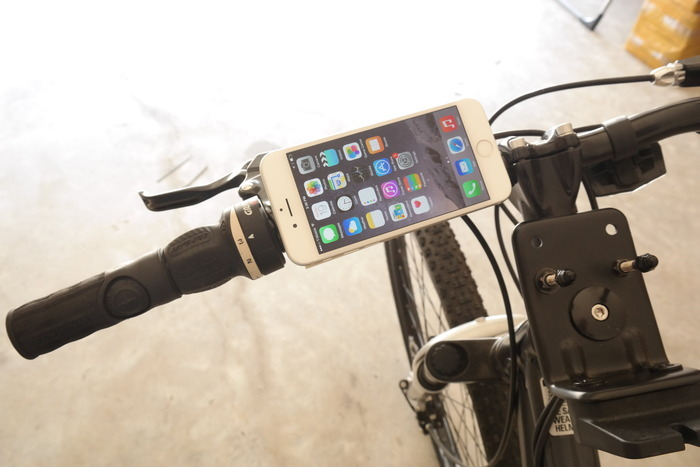 PuGoo mini will hold your smartphone on a bicycle