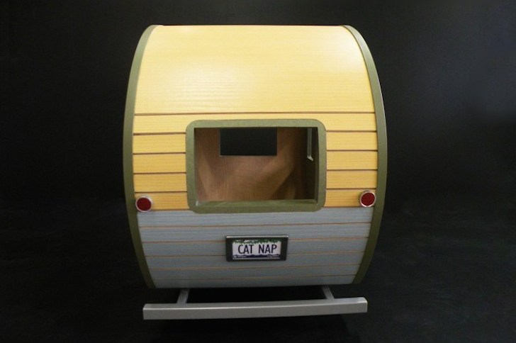 Rear of Cat Nap pet camper