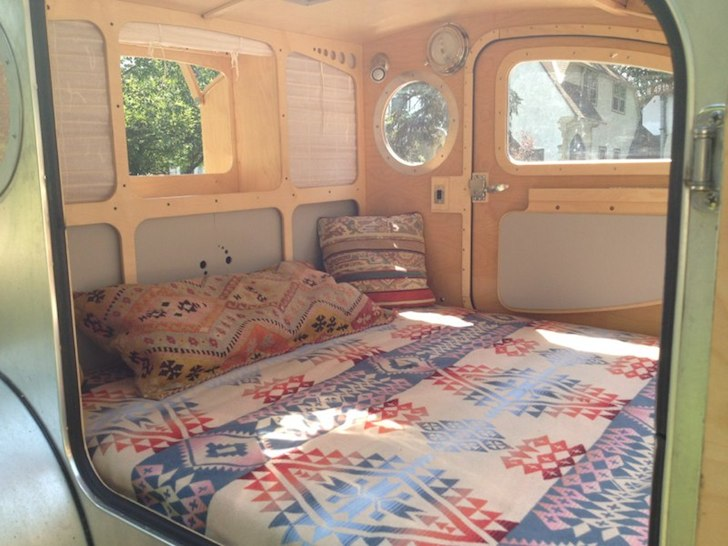 The bed can face either to the front or to the rear