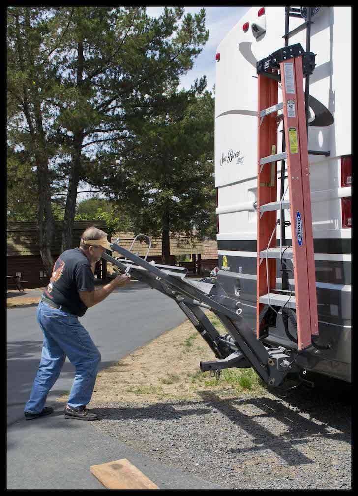 Chris lowering his Hydralift