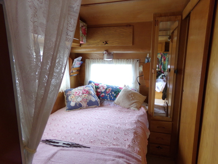 Full-sized bed in a Kenskill trailer