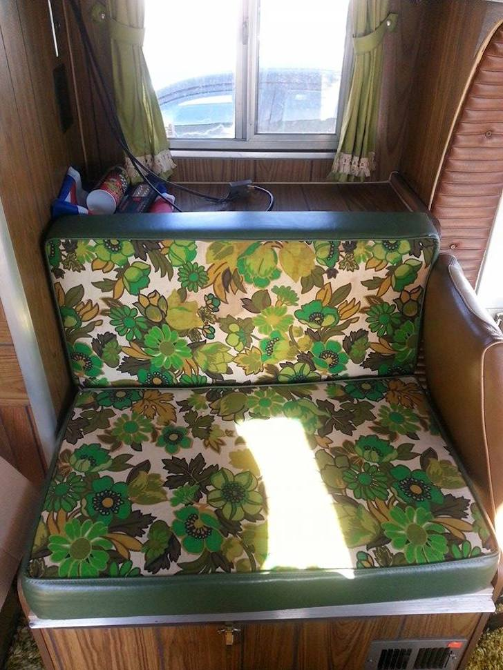 Floral pattern on the seat cushions