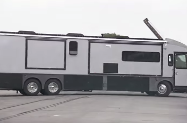 Winnebago Grand Tour assembly video