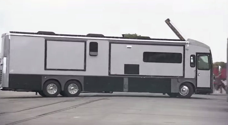 Winnebago Grand Tour assembly video