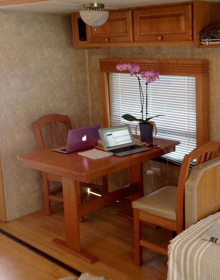 Dining area in Pompeo trailer