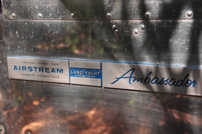 Airstream Land Yacht logo