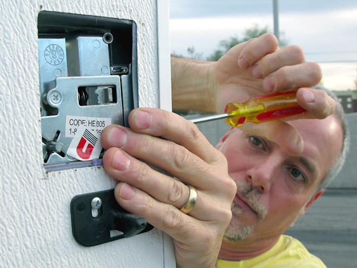 Installing the RV Lock