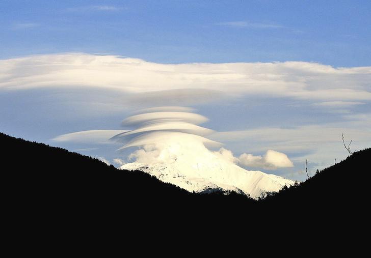 Lenticular cloud rings above Mt Jefferson in Oregon