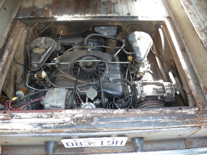 Corvair engine compartment