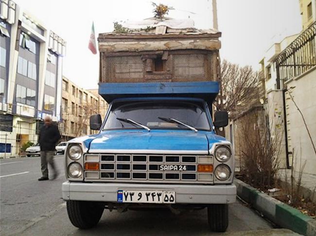 Front of Saipa truck camper