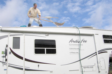 7 Quick and Dirty Tips For Easy RV Washing And Waxing