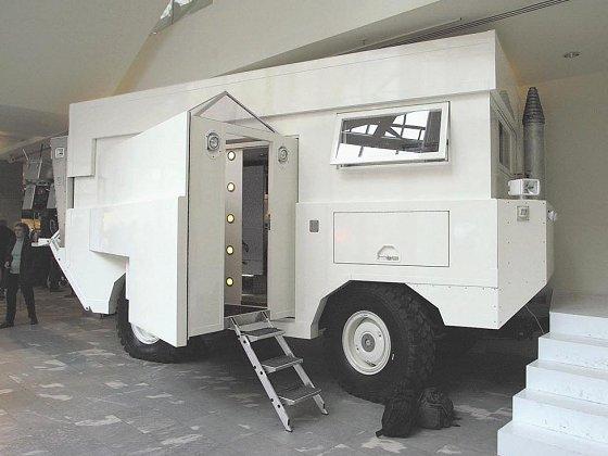 MaxiMog trailer exterior