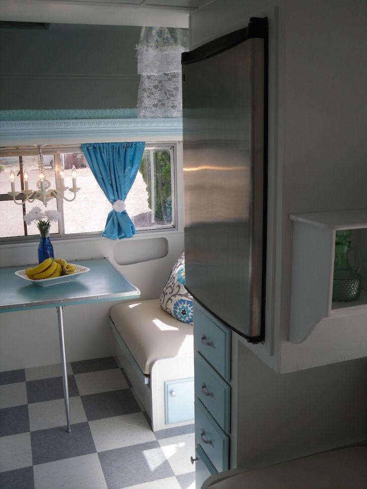 Refrigerator and kitchen