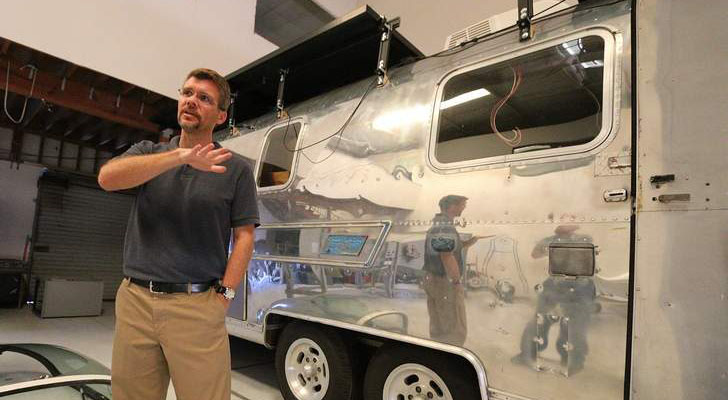 Kring With His Airstream