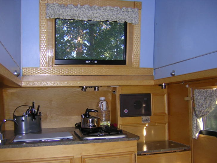 MyAway-handcrafted-trailer-kitchen2-DIYRV