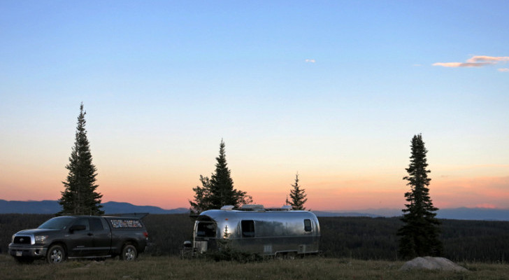 Boondocking Checklist: 10 Essential Items Needed For Off-Grid Camping