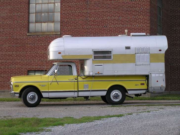 1968SilverStreak-Camper-Wallace