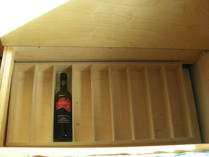 dare2go-fireengine-camper-winestorage