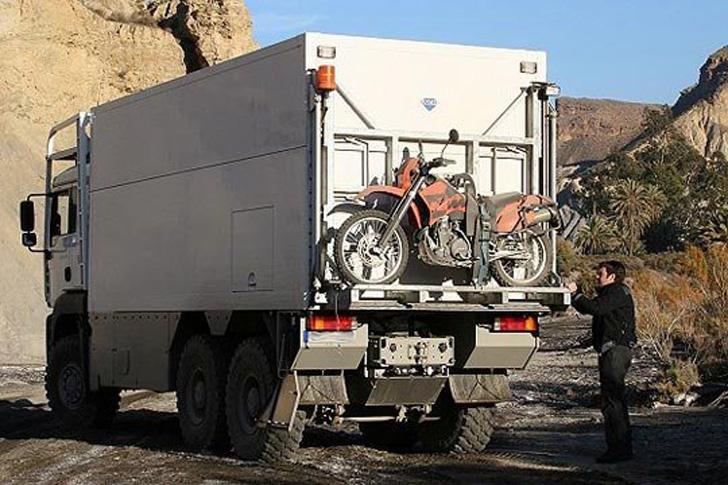 rear of garbage truck