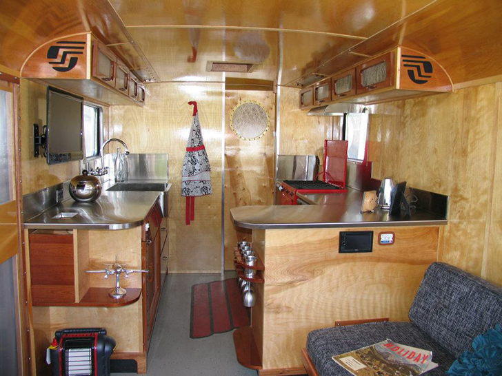 Flyte-Camp-vintage-trailer-interior3