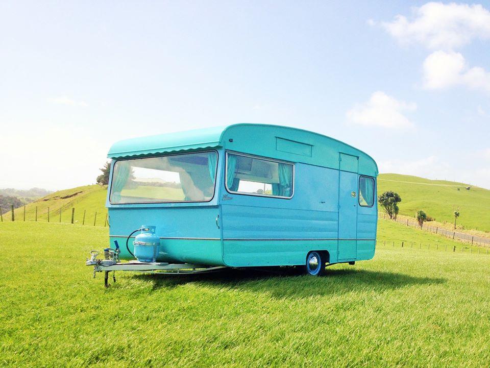 Love-Vintage-Caravans-Peggy-DIYRV