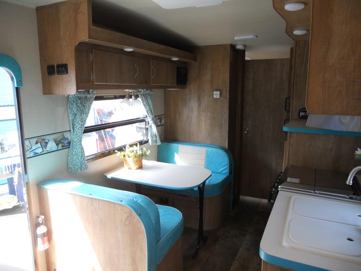 This Modern Vintage Trailer Will Take You Back To The '50s on traditional design, country design, 80s design, art deco design, 3d design, 1950s textile design, 60s design, design design, oval design, cool 50s design, metal design, 50s home design, asian 50s design, retro vintage bedroom, 50s style interior design, 1950s kitchen design, vintage design, oriental design, 50s graphic design, hawaiian design,