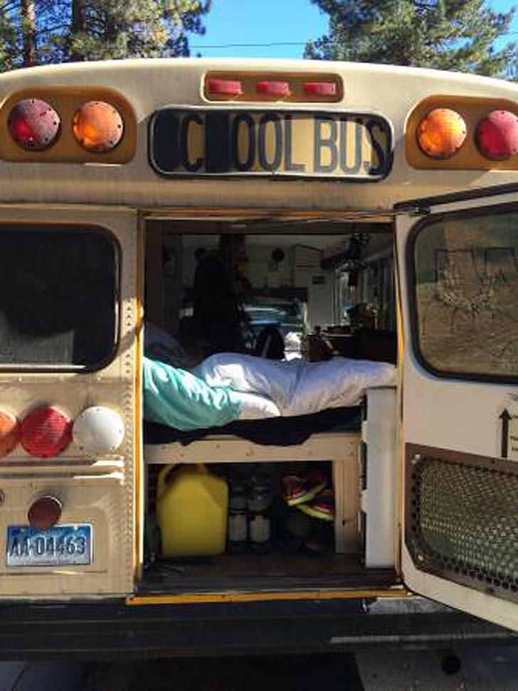 Bus rear door