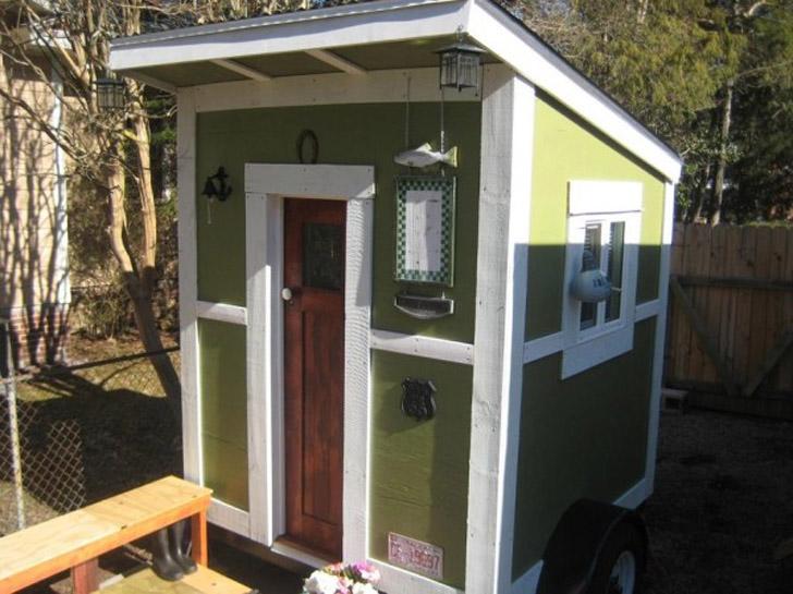 tiny cabin exterior