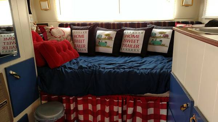 bed wth plaid