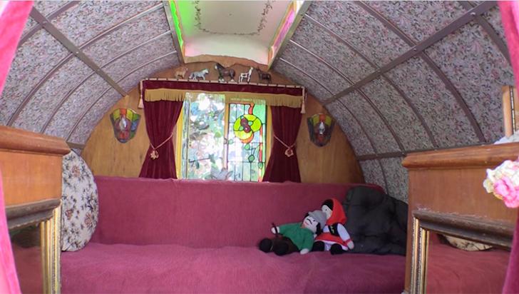 BasilSmith-GypsyWagons-bed 1