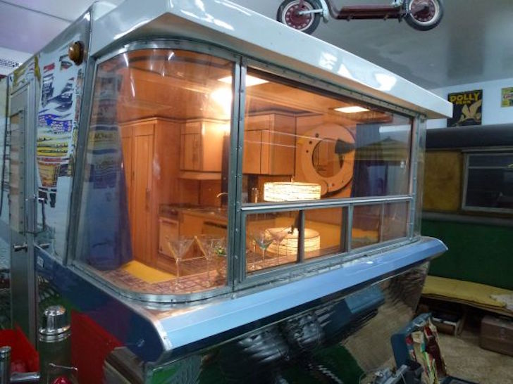 Holiday Rambler large front window