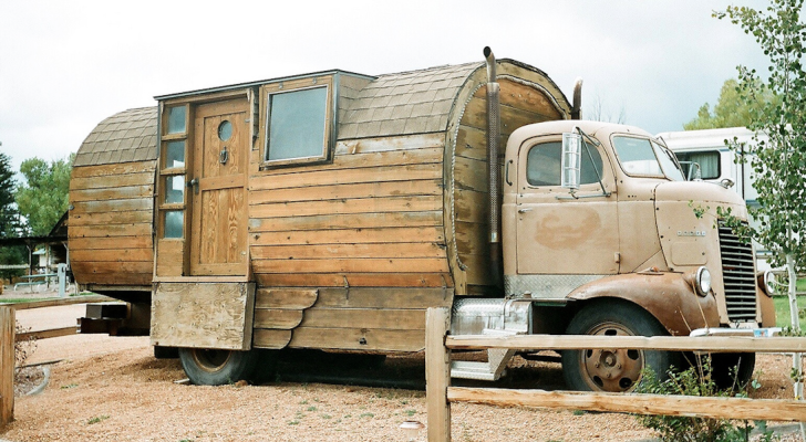 Picture Of The Day: Vintage Dodge House Truck