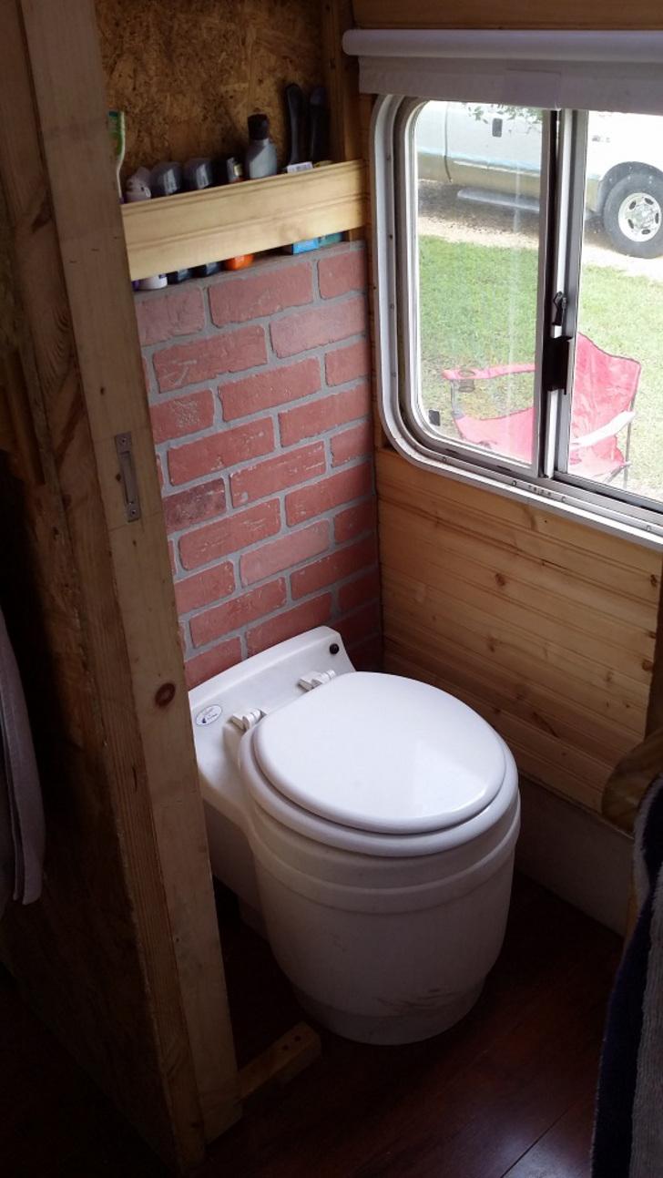 dry flush waterless toilet