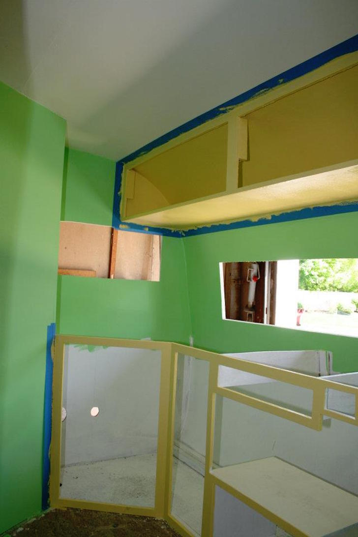 Bright green paint