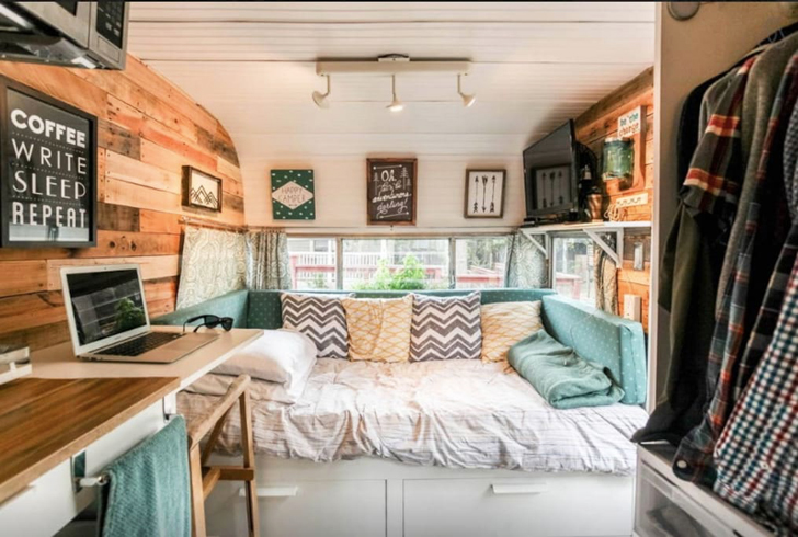 wood lovers rejoice restored vintage motel camper in austin texas. Black Bedroom Furniture Sets. Home Design Ideas